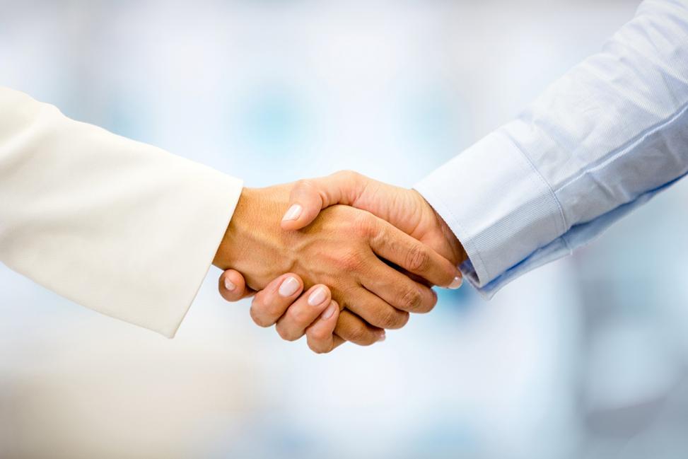 Пожатие рук при заключении сделки